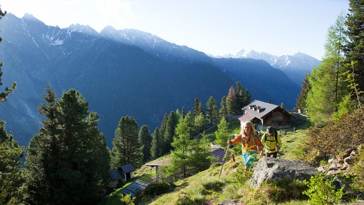 De charme camping Ötztaler Naturcamping in Längenfeld is ideaal voor gezinnen met kinderen, mensen op zoek naar comfort, wandelen, bergklimmen en andere sportieve activiteiten.