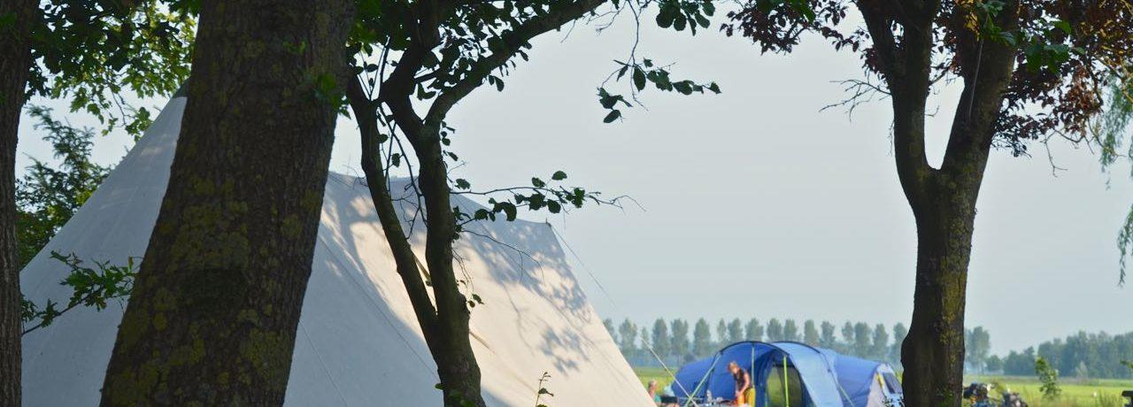 Boerderijcamping Hayema Heerd is een glamping in Groningen of is het toch bamping, misschien vind je op deze boerderijcamping wel het beste van beiden.