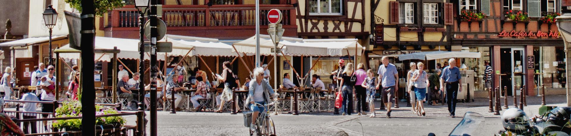 Camping de l'Ill (Colmar) in Horbourg-Wihr ligt op 2 km van het centrum van Colmar (gemakkelijk te bereiken via de fietspaden) in de Elzas.