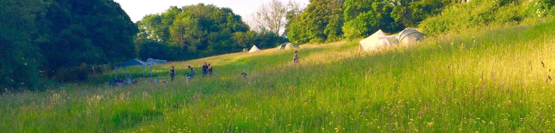 The Sunnyfield is een tenten, campers en glamping only camping in Kent voor families en liefhebbers van het authentieke kamperen in Zuidoost-Engeland.