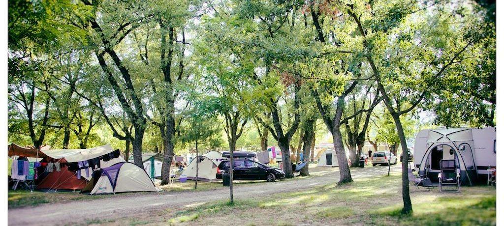 Camping Isabena in La Puebla de Roda is een familiecamping met wellness in Huesca. De camping is aan de zuidelijke rand van de Spaanse centrale Pyreneeën.